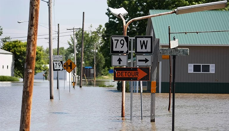 Audio: Flooding Closes Highway 79 in Northeast Missouri's Louisiana
